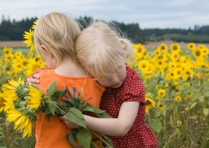 girls-in-sunflowers2